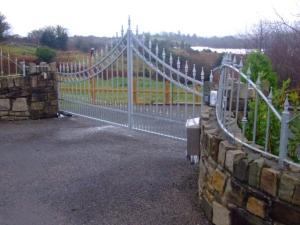 Glencar-GatesDSCF3475-300x225
