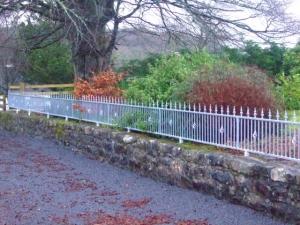 Glencar-GatesDSCF3490-300x225